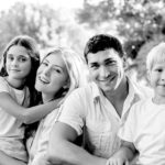 Una famiglia con genitori e figli