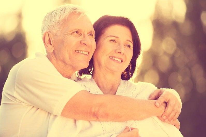 Coppia di anziani con problemi di demenza senile