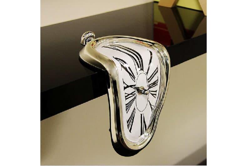 L'orologio - dipinto di Dalì